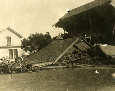 Santa Barbara 1925 Earthquake Damage - Loomis House, De La Vina Street