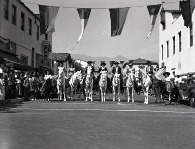 Fiesta - 00 Block East De La Guerra Street