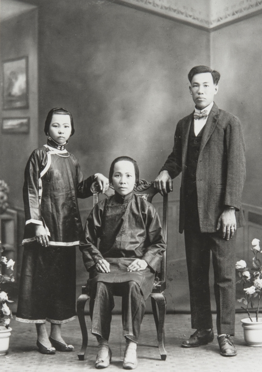 Willie Lee and family, Santa Barbara : early 1900s. Will Lee was the cook for Mr. and Mrs. Edwards.