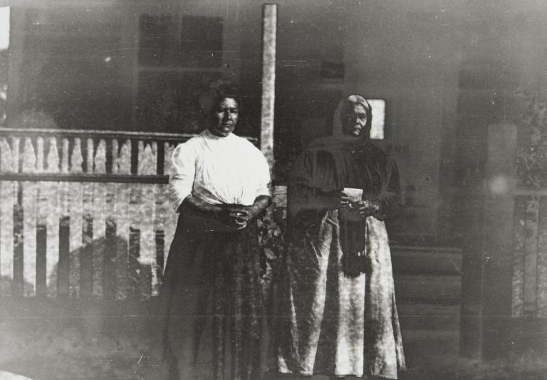 Luisa Ygnacio (right) and her daughter, Juliana Ygnacio (left) in front of their home on East de la Guerra Street, Santa Barbara : 1913.