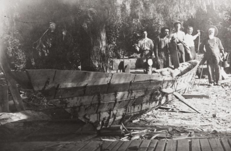 Chumash tomol (plank canoe) built under the direction of Fernando Librado Kitsepawit for J. P. Harrington : 1912.