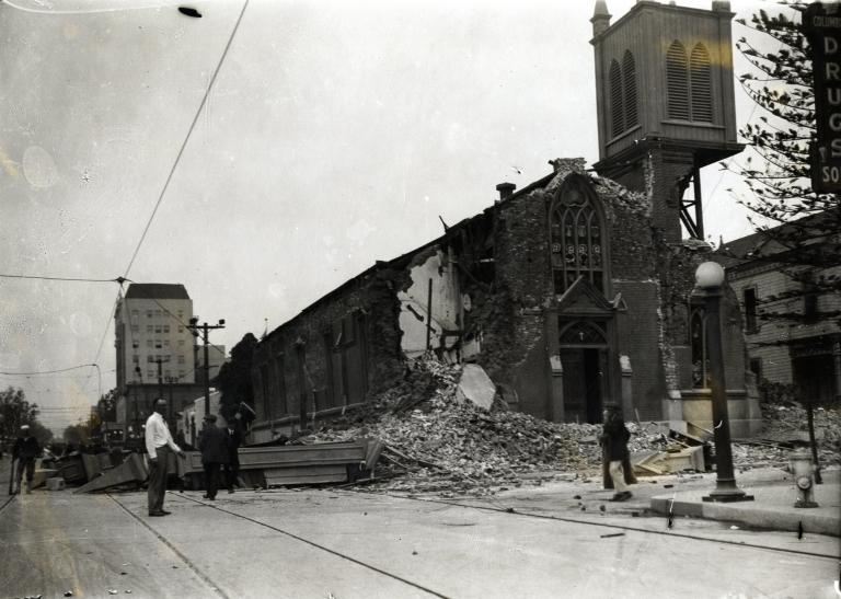 Santa Barbara 1925 Earthquake damage - Catholic Church