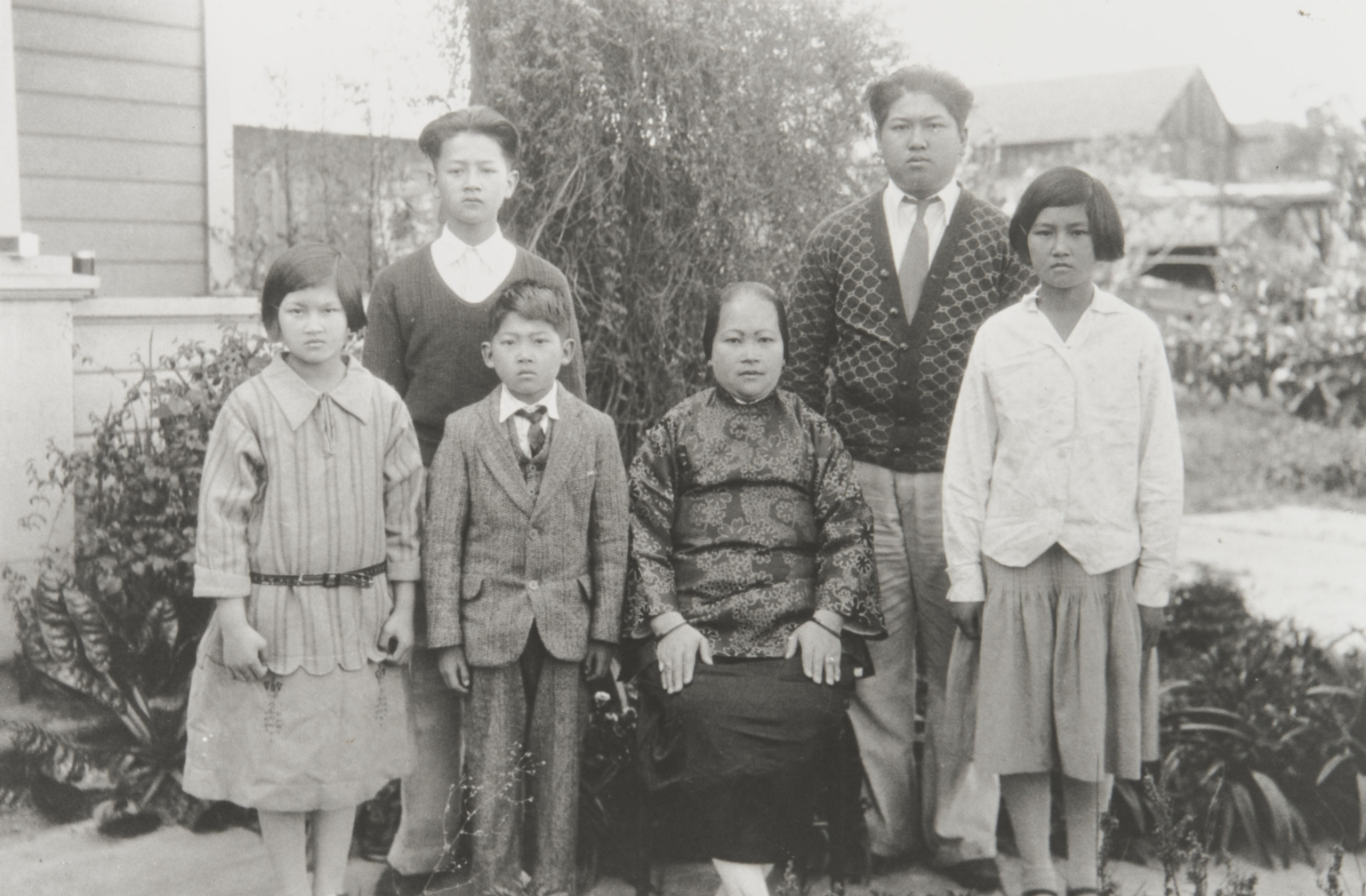 Wong Family. Guadalupe : 1930. Top L-R: You Ung (Bud), Sam. Bottom: Mildred, George, Mother Hoberbinn. Visiting married sister in Santa Barbara.