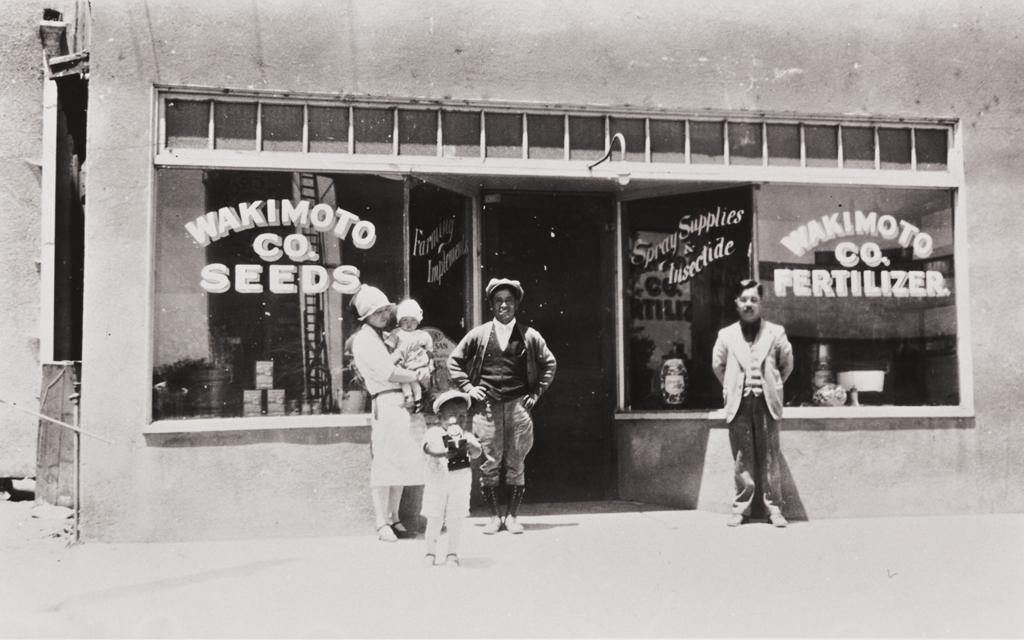 Wakimoto Seed Company, Guadalupe : 1930 ; Chisato & Hugh, Charles Maenaga, Mr. Wakimoto and Sam Maenaga.