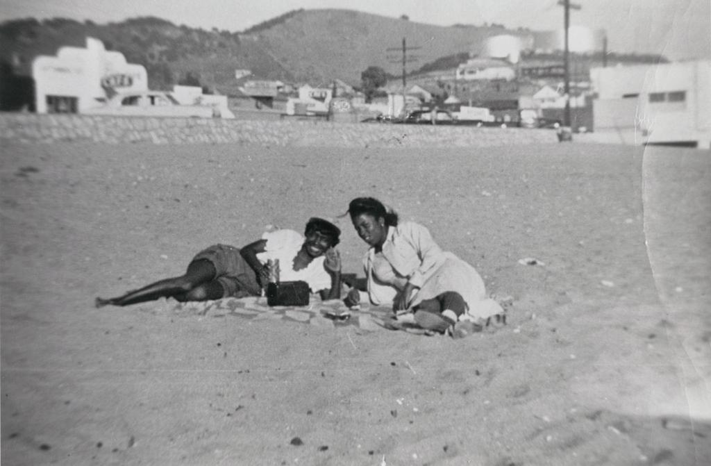 Lottie Carter, Gean Rolland : Avila Beach, 1950s.