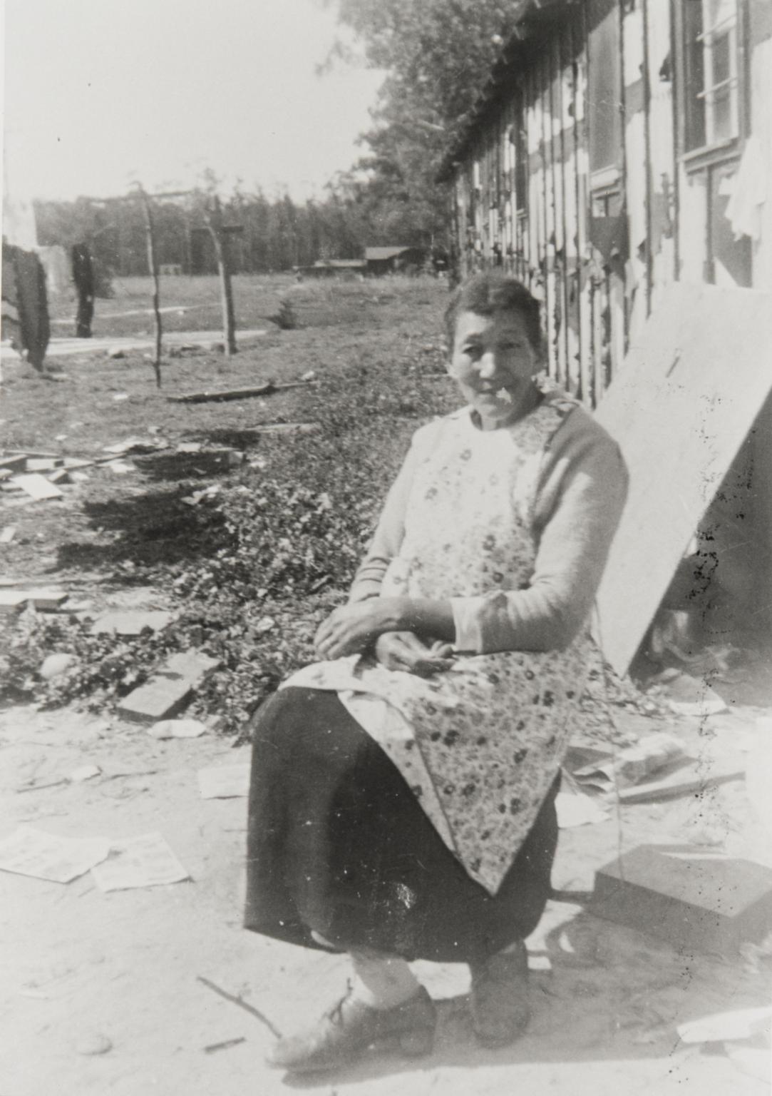 Oda Bell Hamilton, mother of Lonnie Hamilton Westbury, Airport Circle, Santa Maria : 1952.
