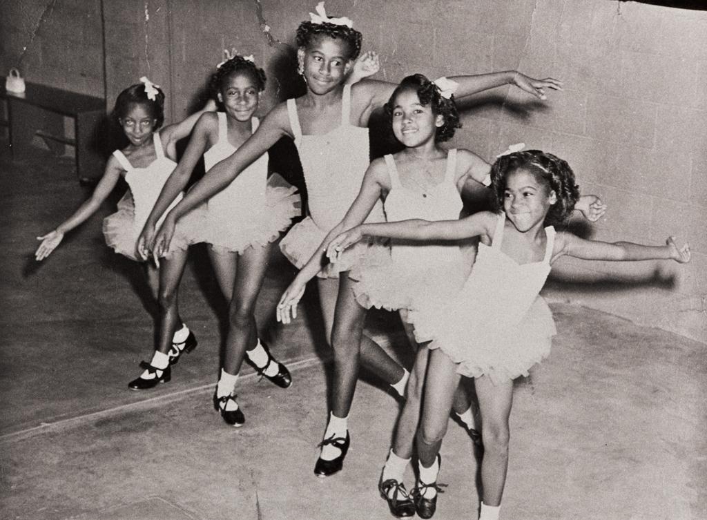 Young Dancers : 1959 ; Yolanda Verrett, Patricia Ann Holloway, Evelyn Yvonne Holloway, Lavonia Webb and Anna Faye Webb with the Flora Robb Dance Studio, Oxnard : 1959.