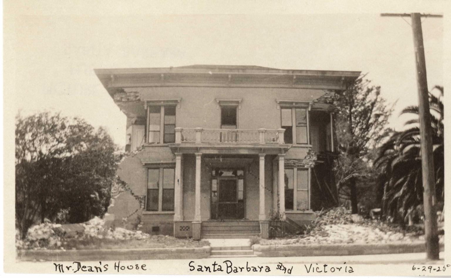 Santa Barbara 1925 Earthquake damage - Residence at Santa Barbara & Victoria St.