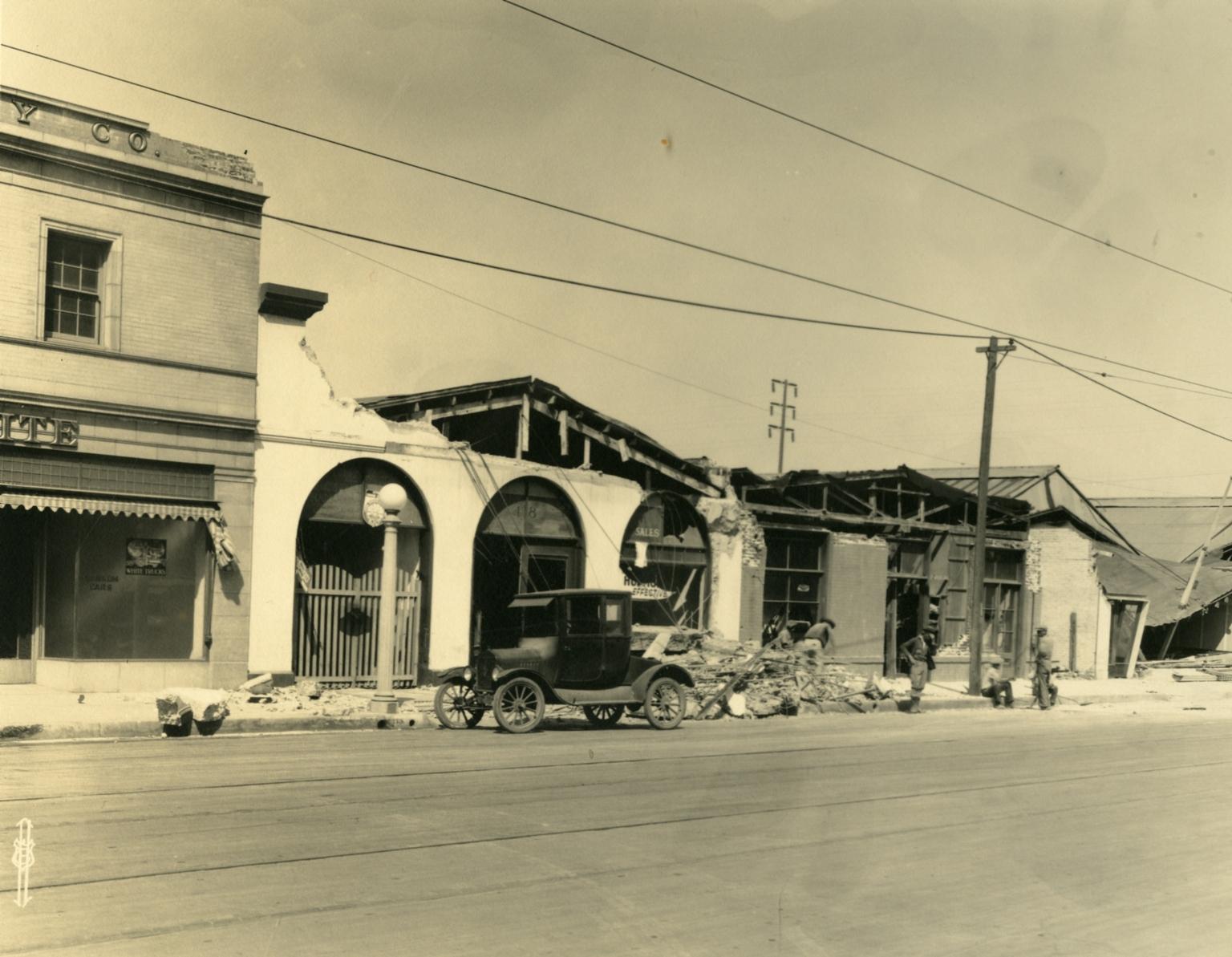 Santa Barbara 1925 Earthquake Damage - 400 Block State Street