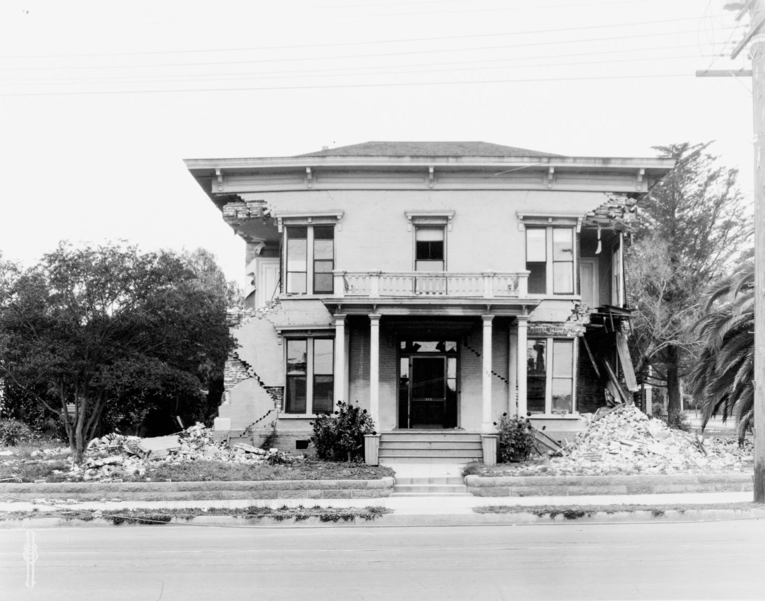Santa Barbara 1925 Earthquake Damage - Residence